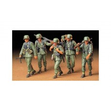 K246 TAM35184 GERMAN  MACHINE GUN CREW ON MANEUVER 1:35